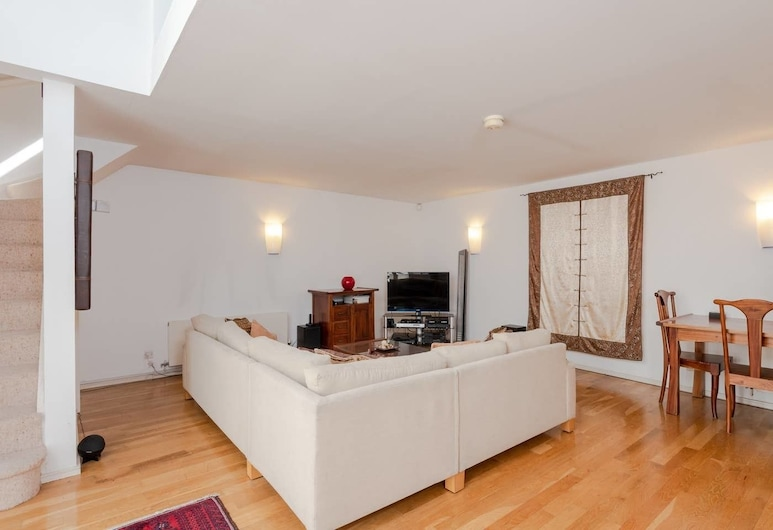 Gorgeous 2 bed in Converted Pumping House 4 Guests, London, Wohnzimmer