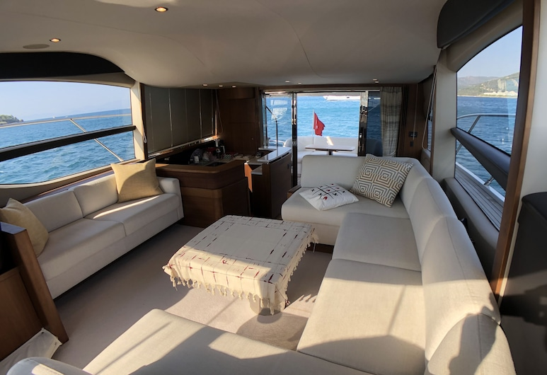 2017 Princess 52 Fly Yacht In Bodrum, Bodrum, Deluxe Mobile Home, Living Area