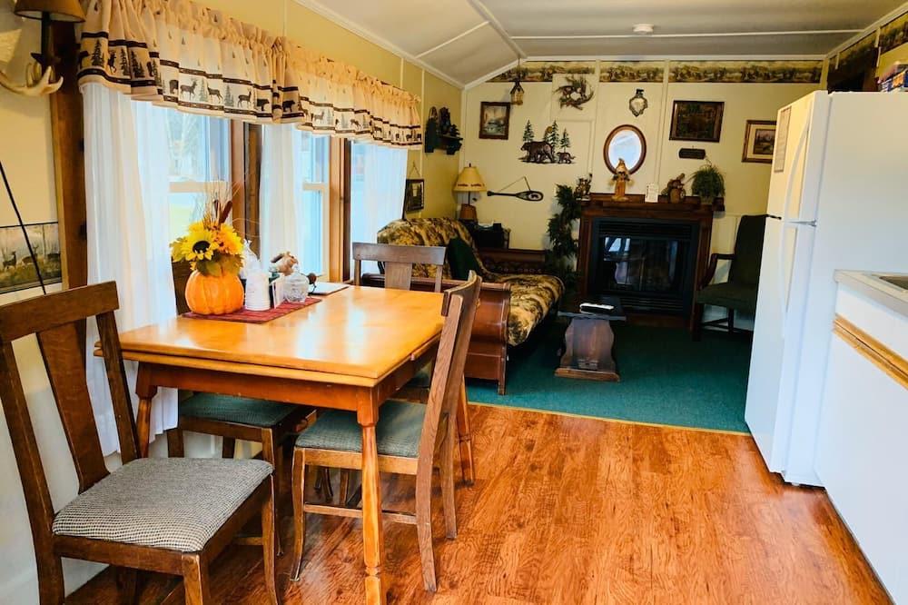 Коттедж, 2 спальни (The Adirondack - Cottage # 4) - Обед в номере