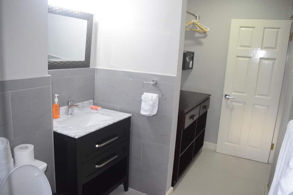 Comfort Single Room - Property Grounds