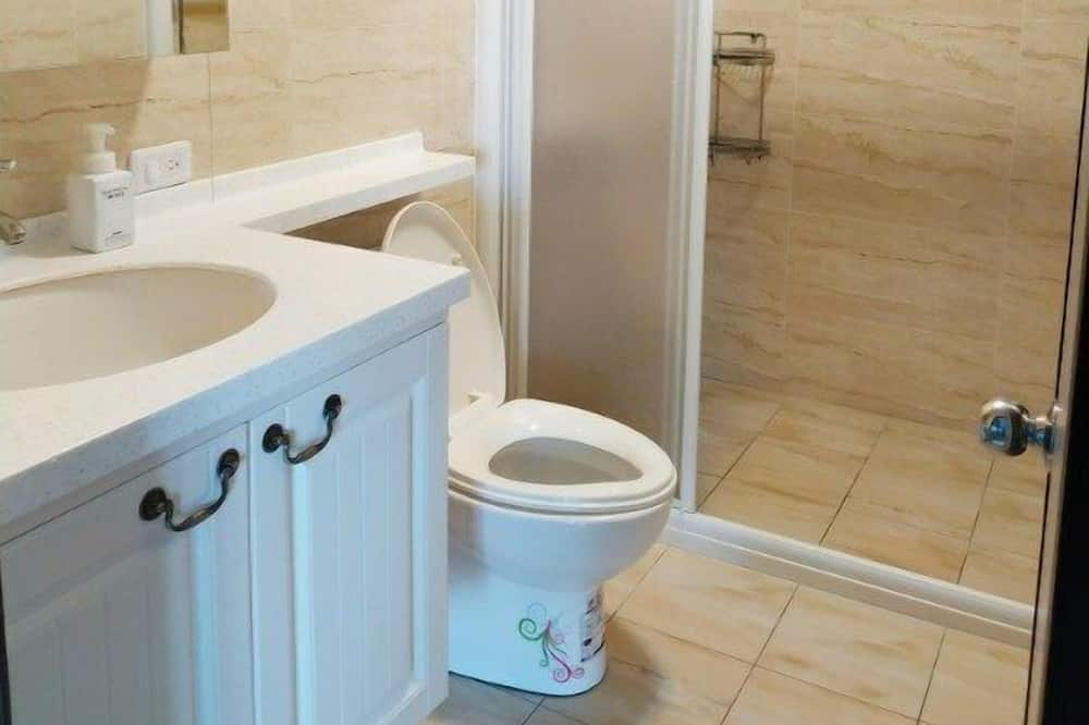 橙月四人房 - 浴室