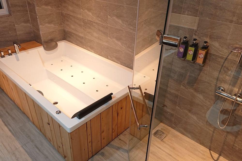 Signature Τετράκλινο Δωμάτιο - Μπάνιο