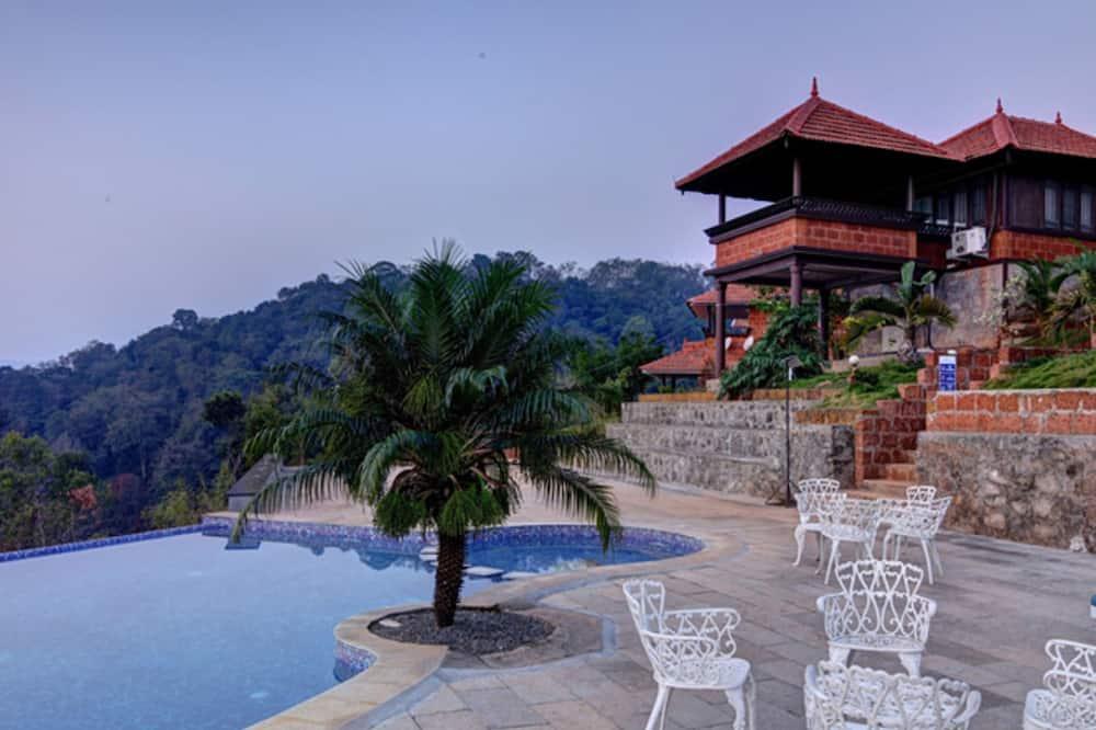 Contour Island Resort & Spa