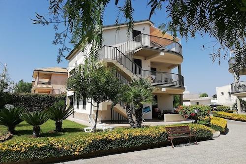 梅羅格拉諾住宅飯店/