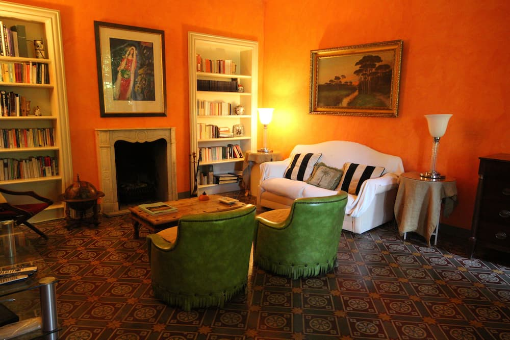 Luxury Villa, 5 Bedrooms, Lake View - Living Room