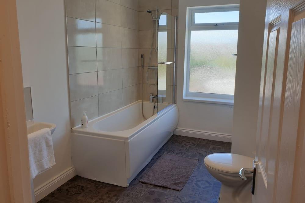 Ferienhaus, eigenes Bad - Badezimmer