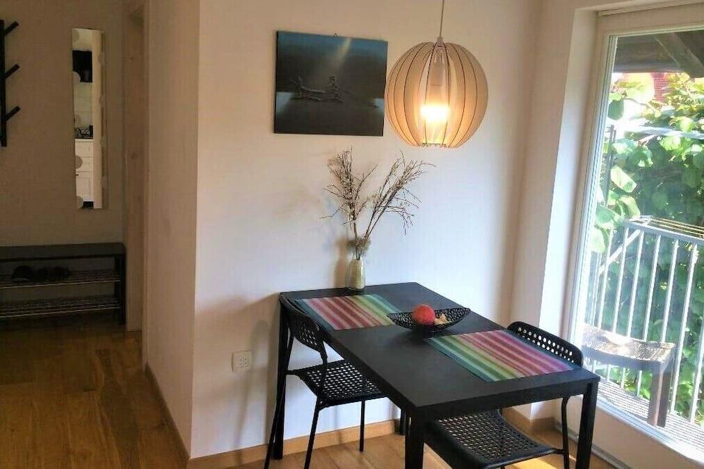 Comfort Apartment, 2 Twin Beds, Garden View - In-Room Dining