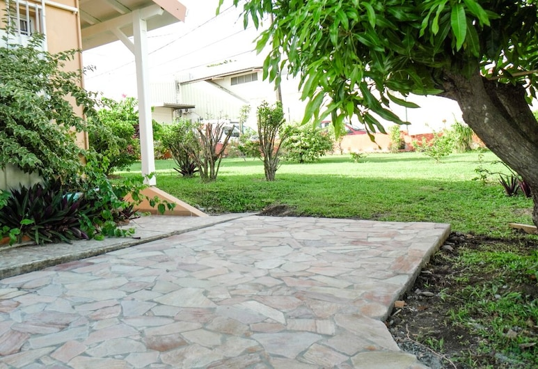 Tanoua, Calm and Lovely Studio 5min From the Beach, Schoelcher, Property Grounds