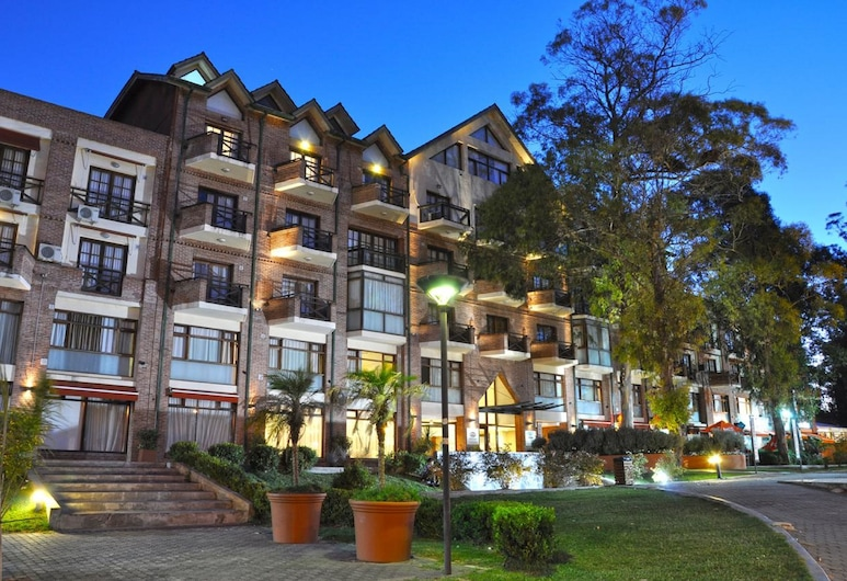 Green Sea Apart Hotel, Pinamar, Front of property - evening