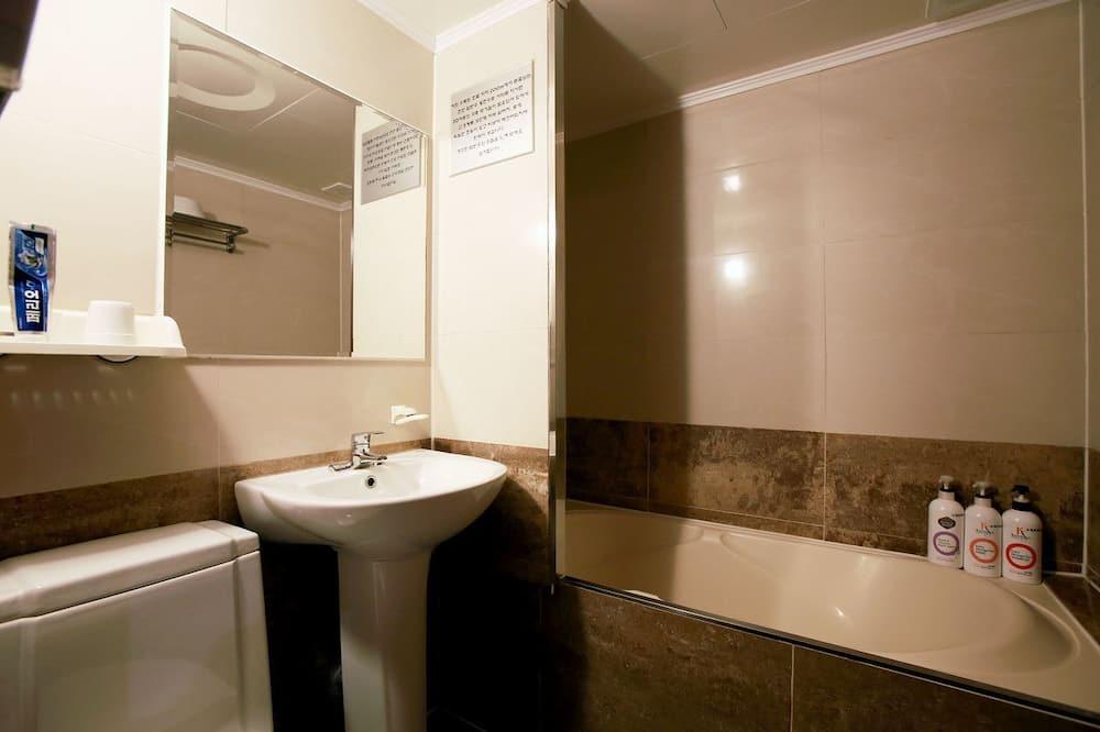 Standard-Doppelzimmer, 1 Doppelbett, Nichtraucher, Bergblick - Badezimmer