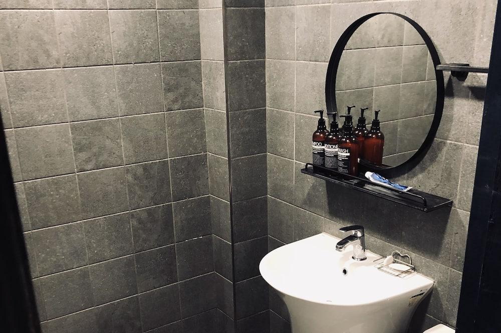 Dormitorio condiviso, per soli uomini - Bagno