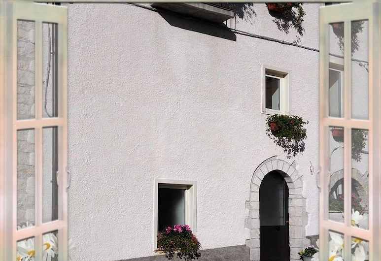 L'angolo fiorito, Castelpetroso, Wejście do hotelu