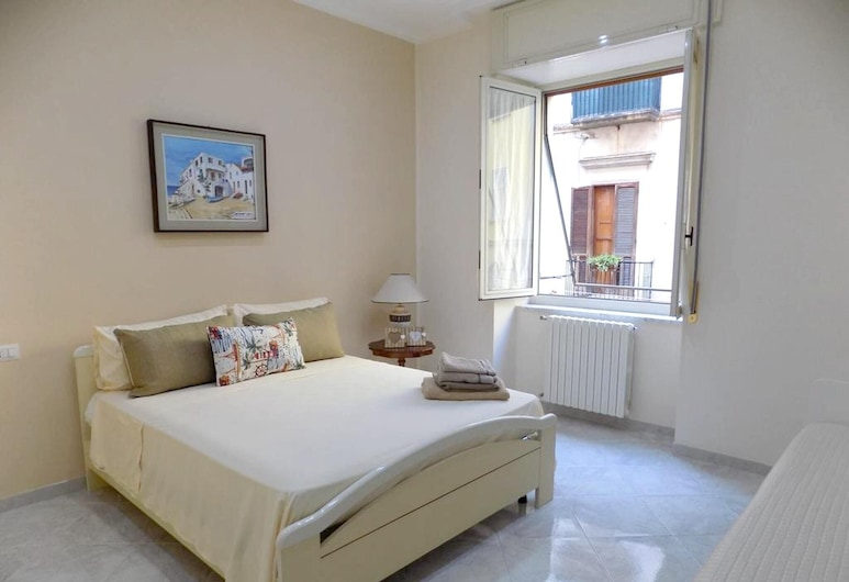 Apartment With 2 Bedrooms in Napoli, With Wifi - 5 km From the Beach, Napels