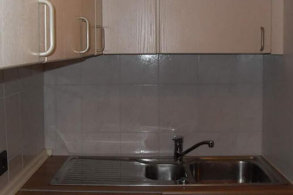 Twin Room, Shared Bathroom - Shared kitchen
