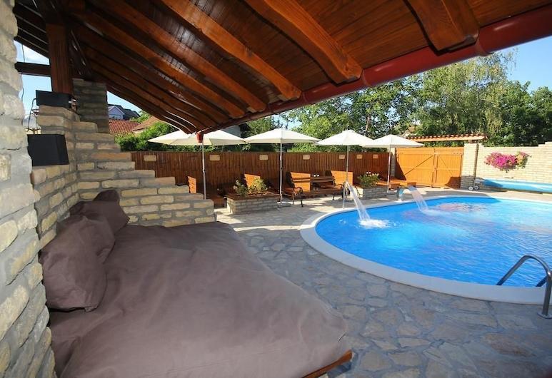 亞歷山大別墅旅館, Palic, 室外游泳池