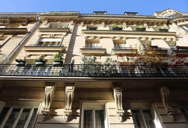 佩特雷勒公寓酒店, 巴黎, 住宿正面
