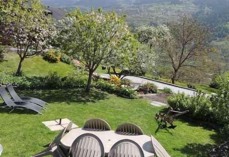 Chambres d'hôtes - A la Bouge'Hôtes, La Plagne-Tarentaise, Garden