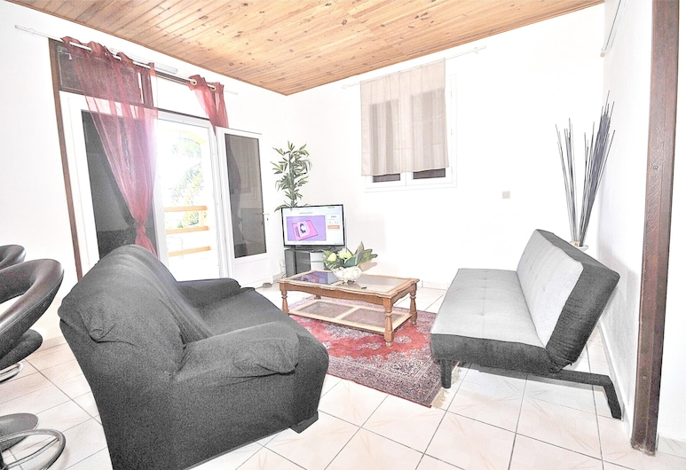 Apartment With 2 Bedrooms in Sainte-anne, With Wonderful sea View, Furnished Terrace and Wifi - 1 km From the Beach, Sainte-Anne, Living Room