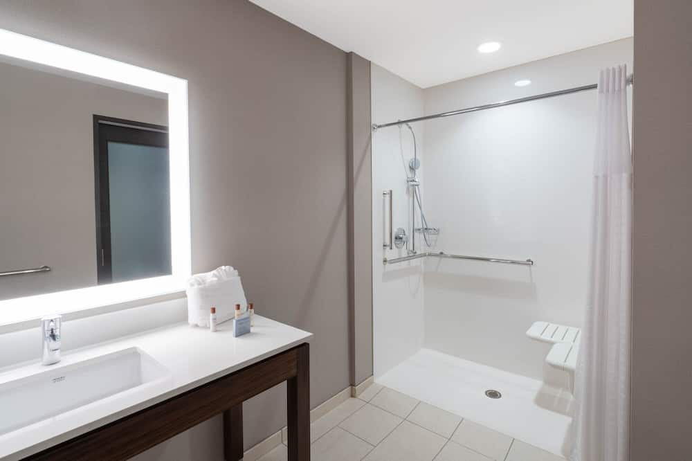 Deluxe kamer, 2 queensize bedden, Toegankelijk voor mindervaliden (Mobility and Hearing Impaired) - Badkamer