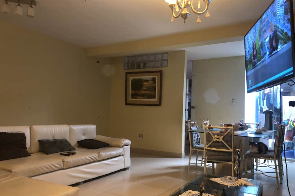 Pokój, Wiele łóżek, prywatna łazienka (Six Beds) - Zdjęcie opisywane