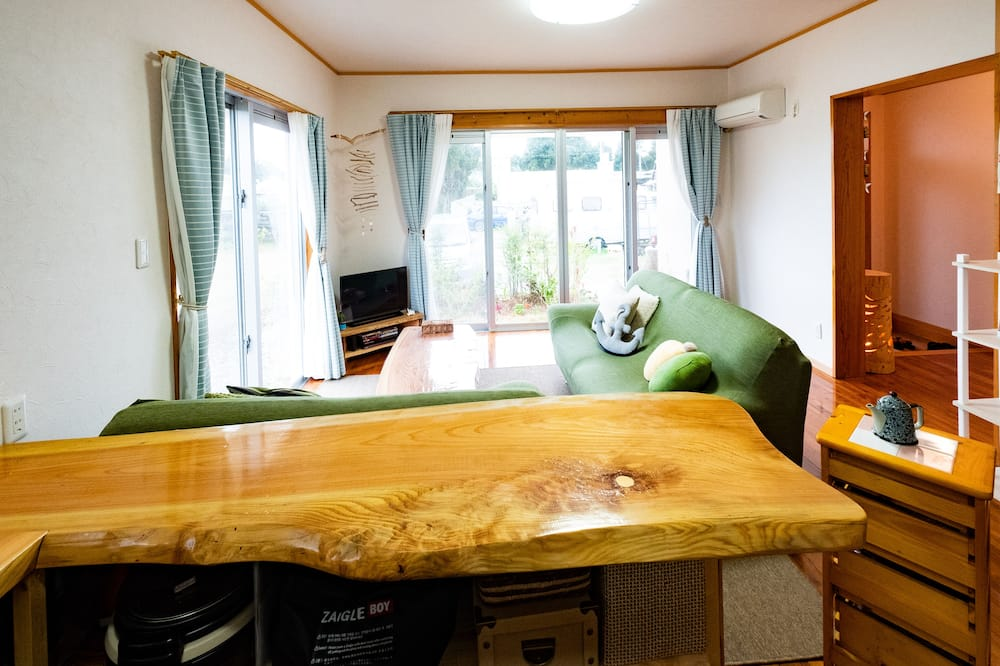 Kamer (Private Vacation Home, 1 Group a Day) - Woonkamer