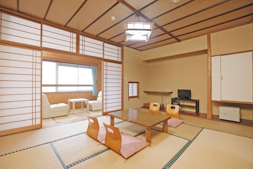 Japanese Room with Shared Washroom- Quadruple - Guest Room