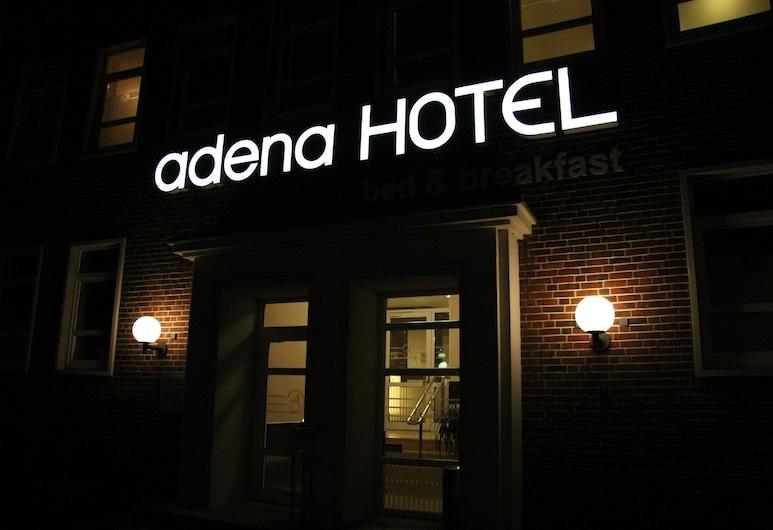 Hotel Adena, Bremerhaven, Hotellets facade - aften/nat