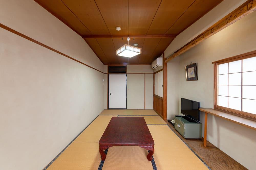 Традиционный трехместный номер, общая ванная комната (Japanese Style) - Гостиная