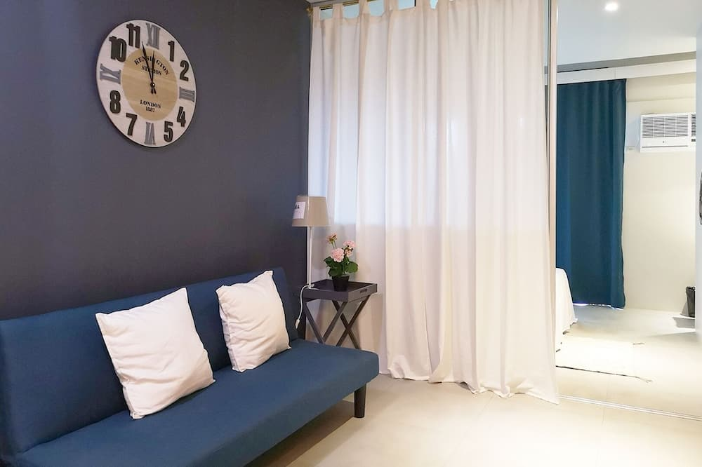 1 BR Unit - Living Room