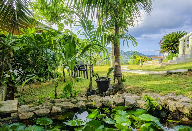 East View Self Catering, Mahe Island, Garden