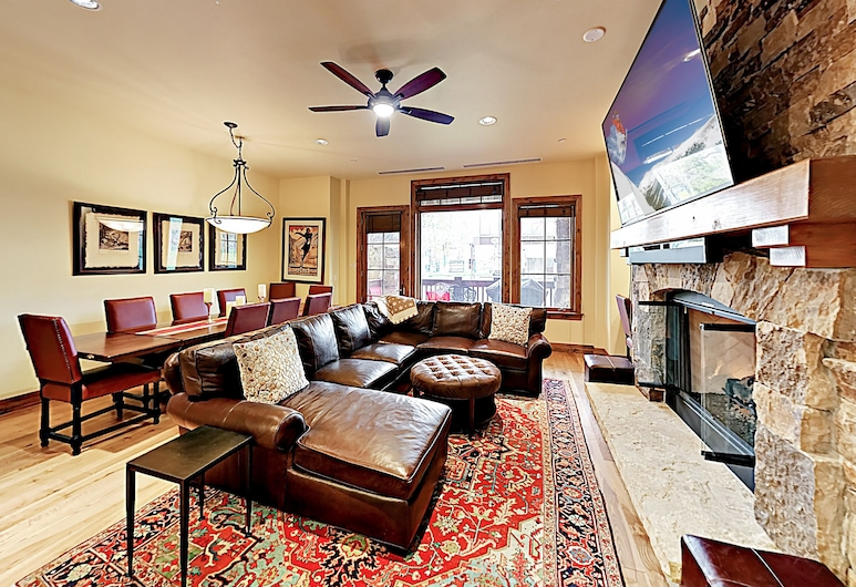 New Listing! The Valley: Luxe Ski-in/ski-out 3 Bedroom Condo, Avon