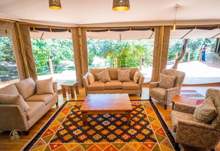 Mara Treetops Luxury Camp, Maasai Mara, เต็นท์สำหรับครอบครัว, พื้นที่นั่งเล่น
