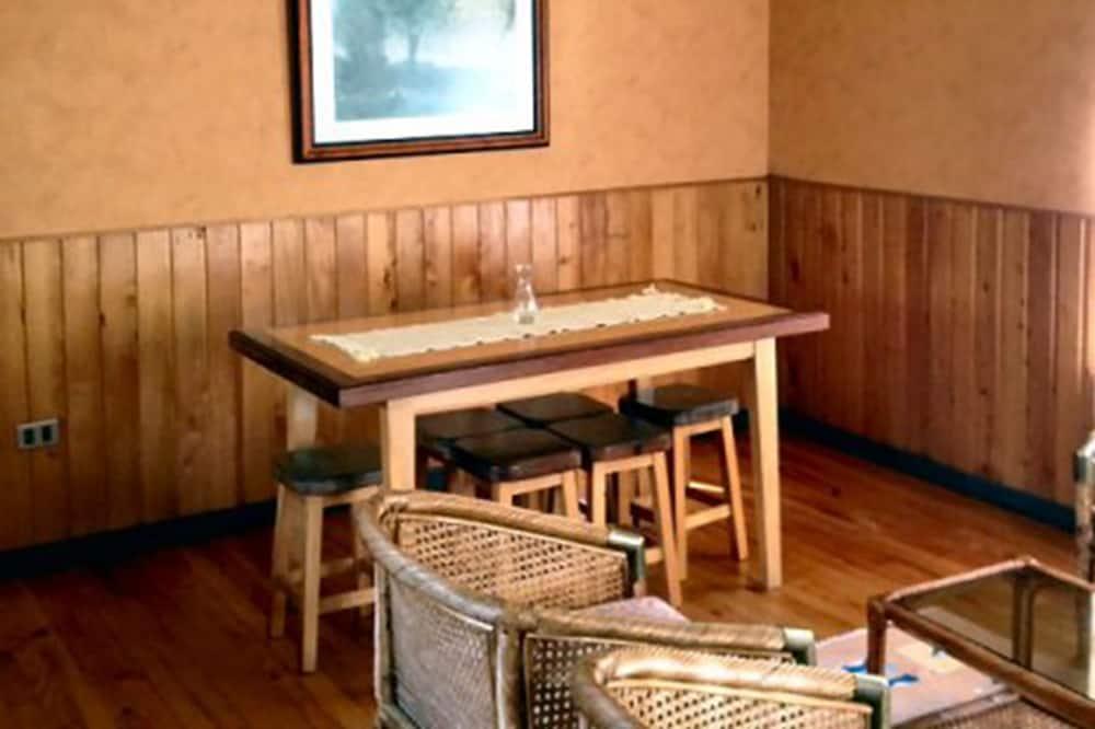 Семейный домик - In-Room Dining