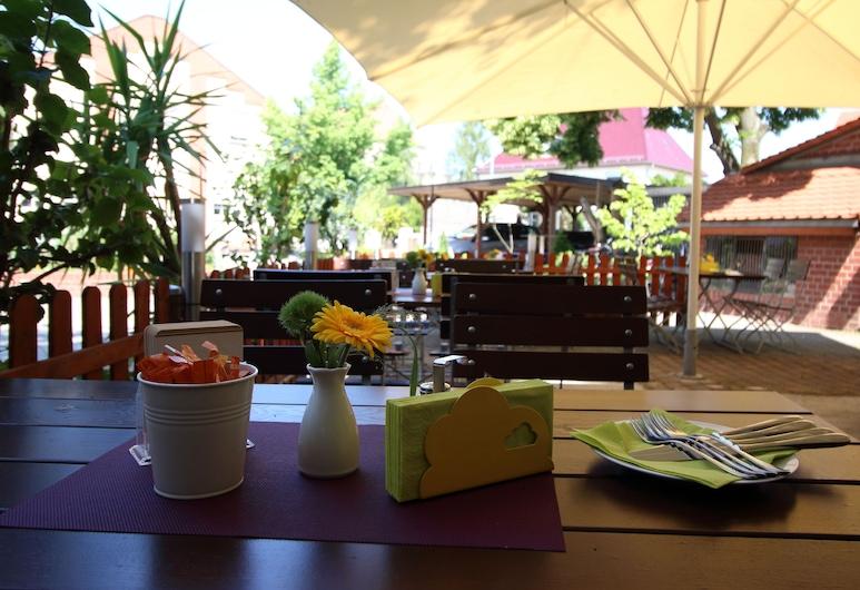 Hotel National, Bad Düben, Einestamine vabas õhus