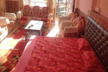 Фото Hotel Ekant Lodge у місті Дхарамсхала