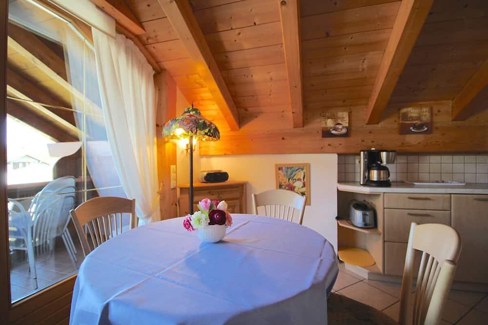 Apartment, 1 Bedroom, Mountain View (Alpen-Juwel) - In-Room Dining