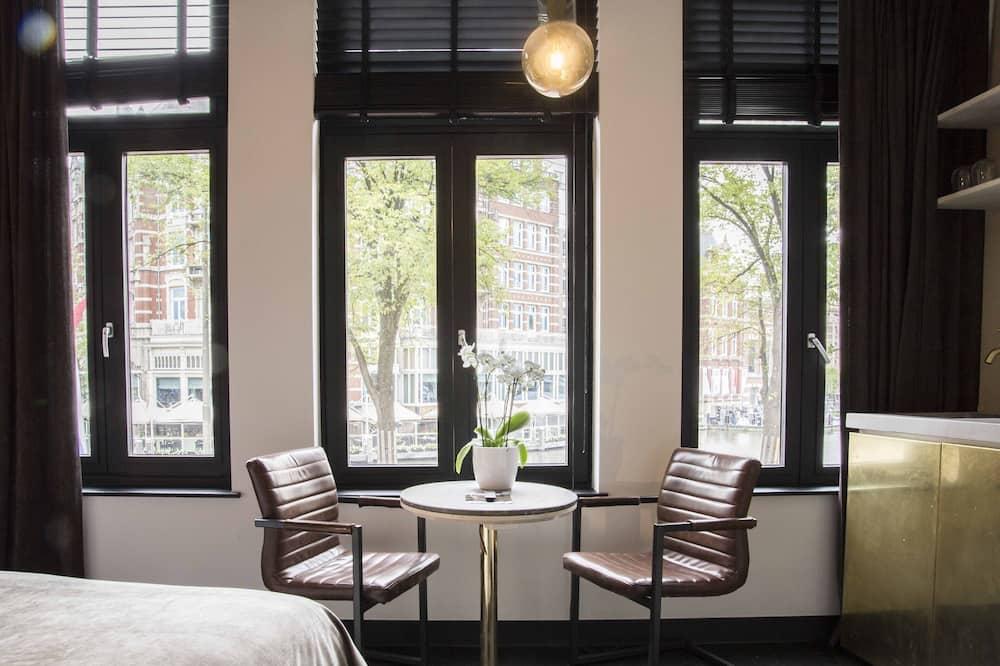 City Triple Room - Living Area