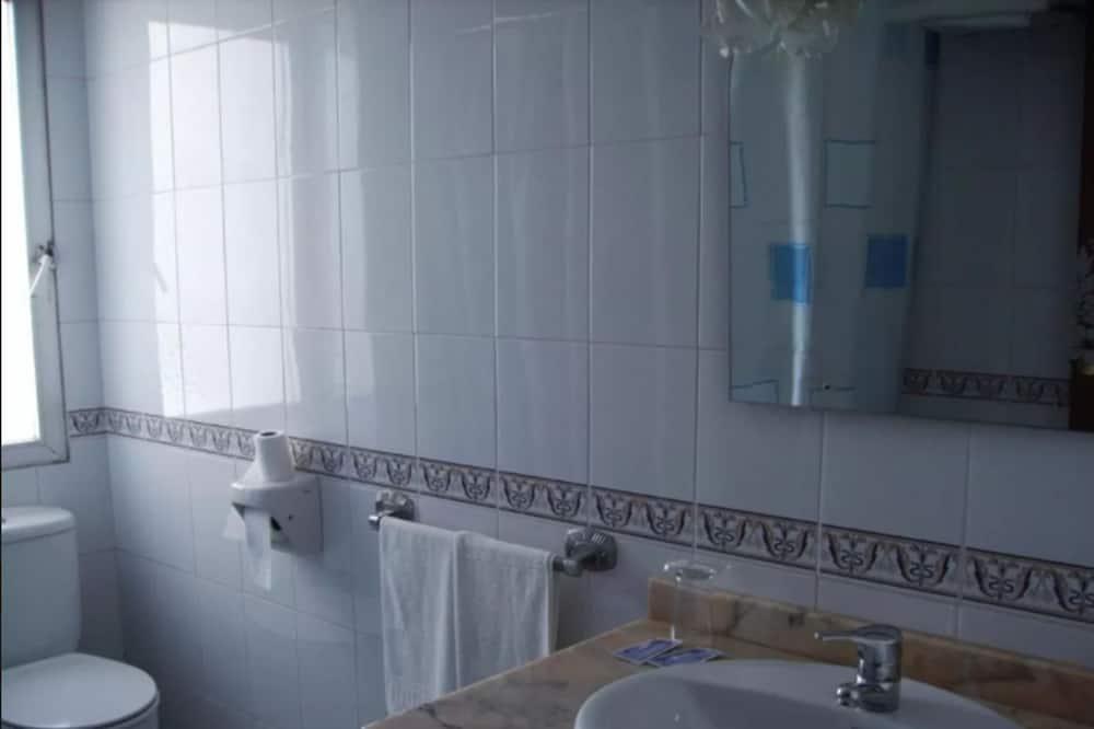 ダブルルーム (1 double or 2 single bed) - バスルーム