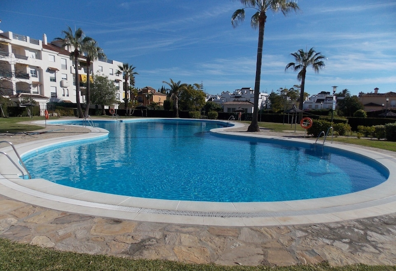 Beachside Apartment Near Puerto Banus, Marbella, Udendørs pool