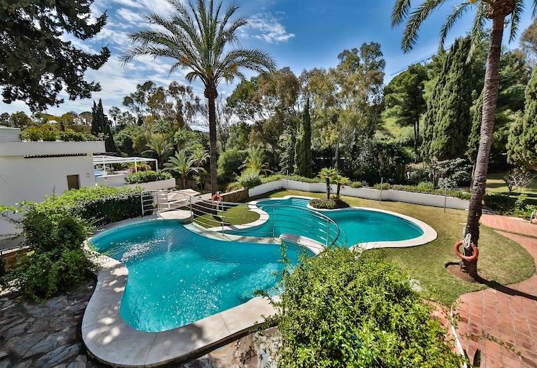 Luxury Apartment On The Golden Mile, Marbella