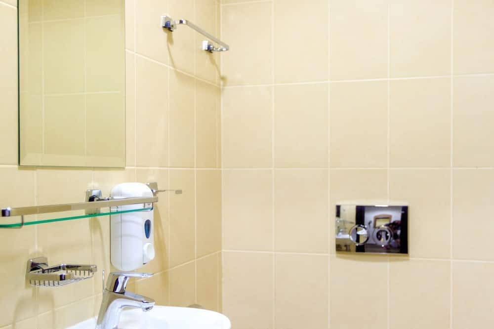 Standardzimmer, Mehrere Betten, Nichtraucher, Zugang zur Business-Lounge - Badezimmer