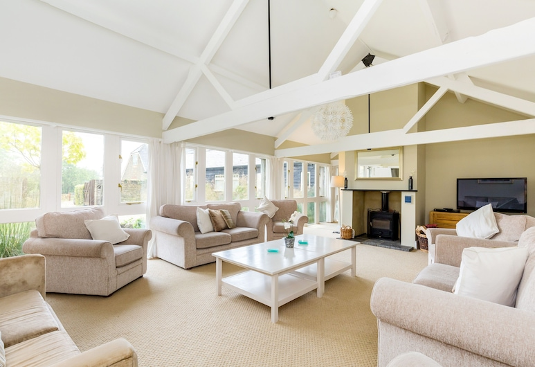 Deluxe Cotswolds Family Home in Oxfordshire, แบมป์ตัน