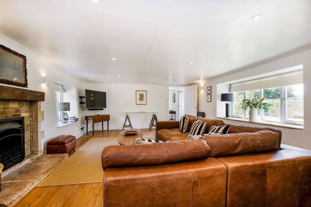 Traditional Cottage, 6 Bedrooms - Living Area