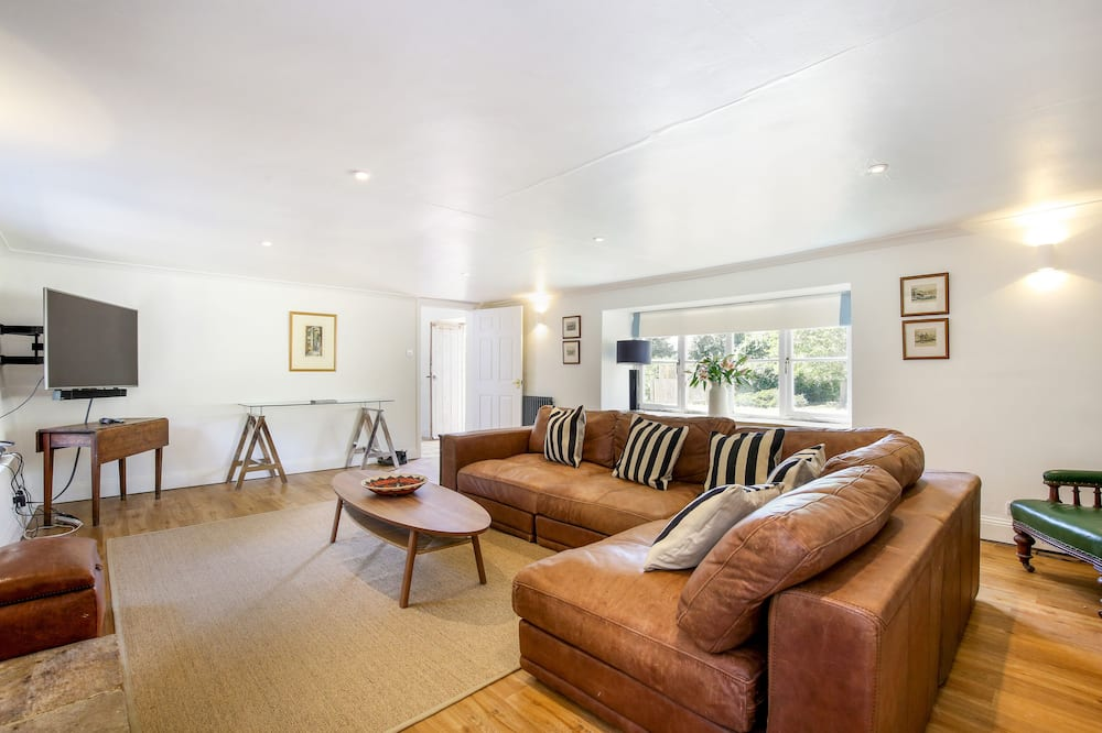 Traditional Cottage, 6 Bedrooms - Living Room