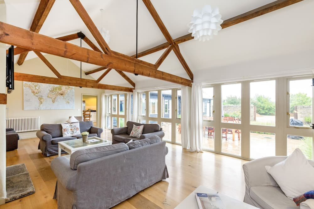 Cottage, 6 Bedrooms - Living Area