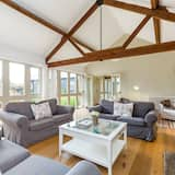 Traditional Cotswold Barn Conversion by the river, Bampton