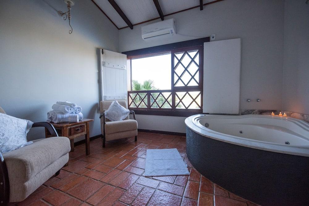 Deluxe Room - Private spa tub