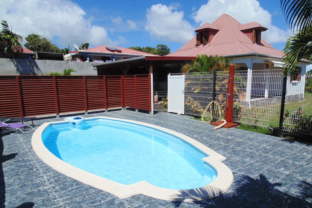 Villa With 3 Bedrooms in Sainte-anne, With Private Pool, Enclosed Garden and Wifi - 1 km From the Beach