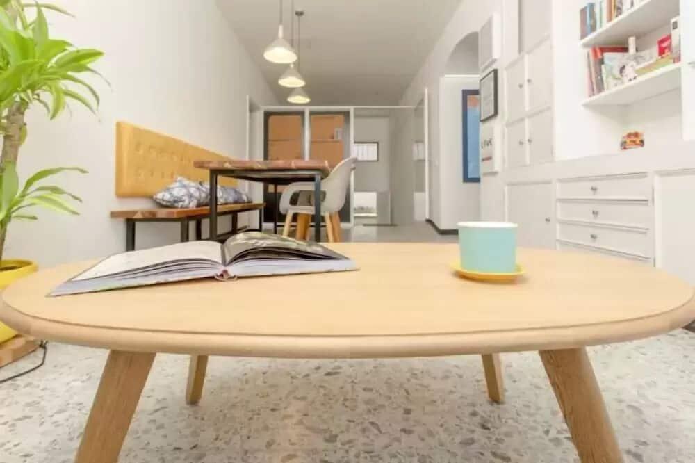 Apartment, 4 Bedrooms - Tempat Makan dalam Bilik