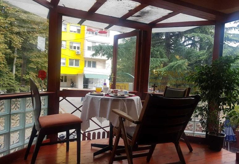 Hotel Kapistec, Skopje, Family neljatuba, terrass, Terrass